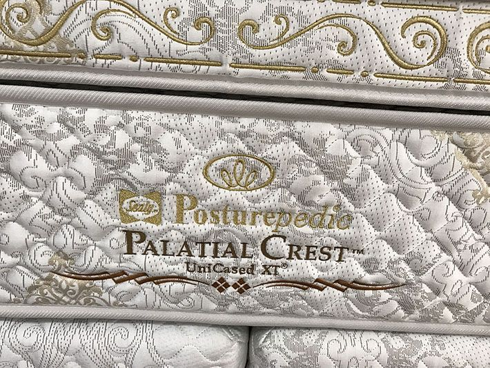 embroidery_Palatial_Crest